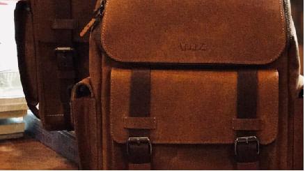 Los mejores bolsos hechos en cuero para hombre y para mujer los encuentras en la Tienda Online de Vélez