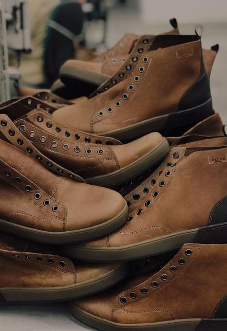 Los mejores productos en piel los encuentras en Cueros Vélez México donde puedes encontrar bolsos, cinturones, billeteras, cinturones y accesorios