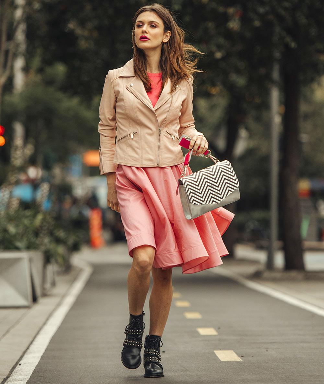 Barbie 60 años inspirando niñas, chaquetas, faldas, bolsos y más