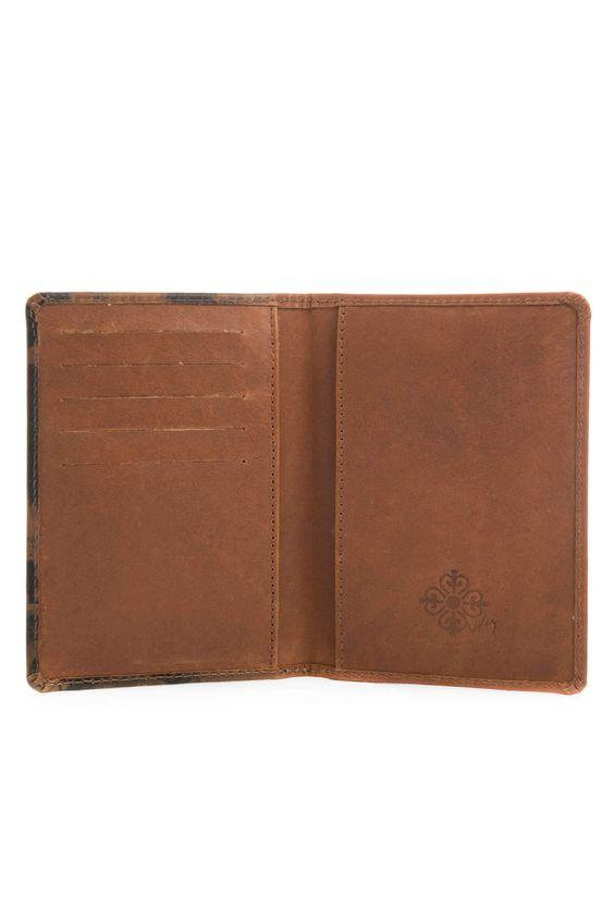 Porta-pasaporte-de-cuero-para-mujer