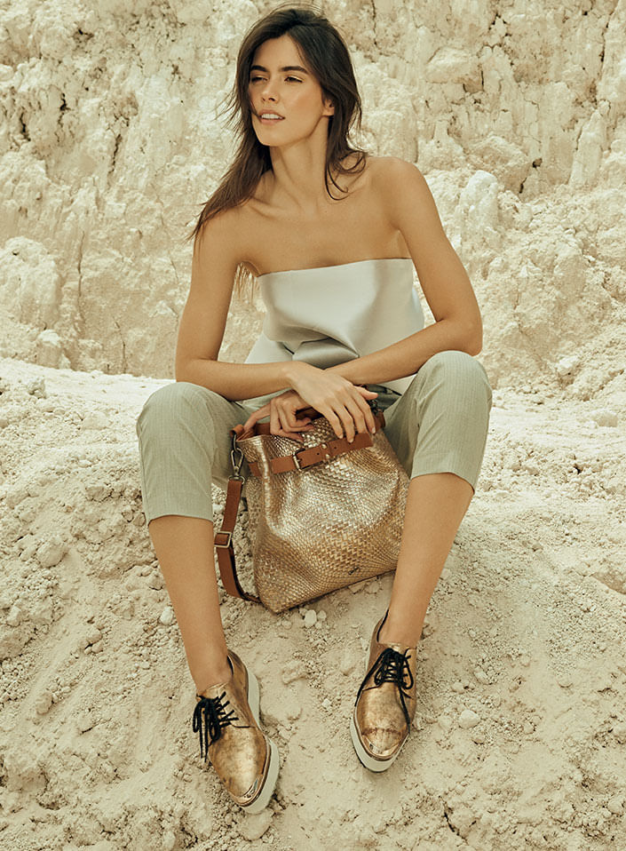 Bolso manos libres de cuero para mujer, color dorado de la nueva colección mineralia